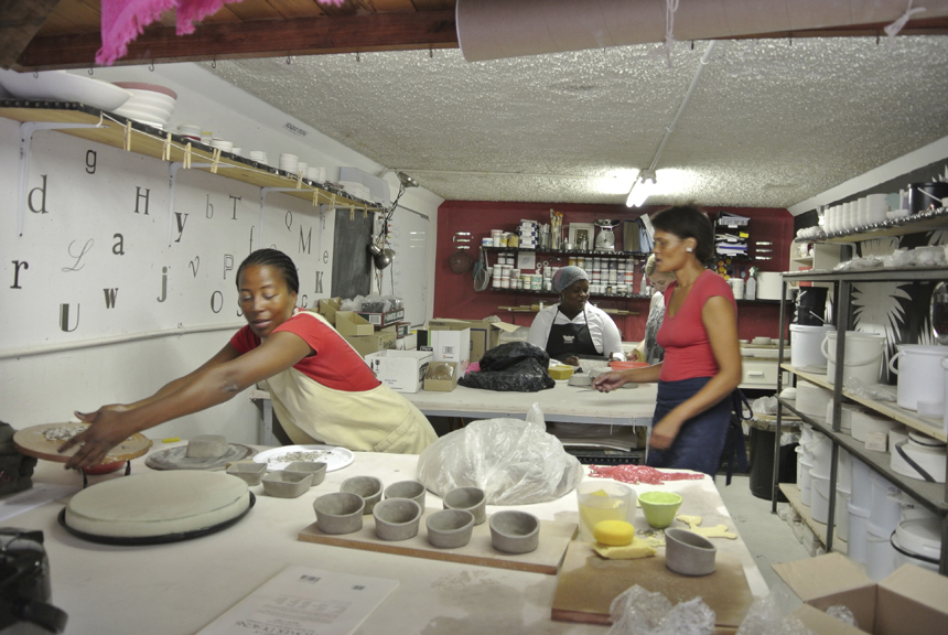 Mhani Gingi Network members pottery